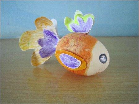 幼儿园手工卡纸鱼_蛋壳创意作品_幼儿手工 - 宝宝吧