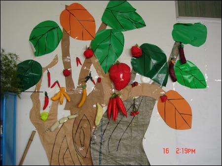 幼儿园手工作品:造型独特的大树图片